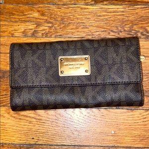 Michael Kors saffiano jet set wallet brown MK zip